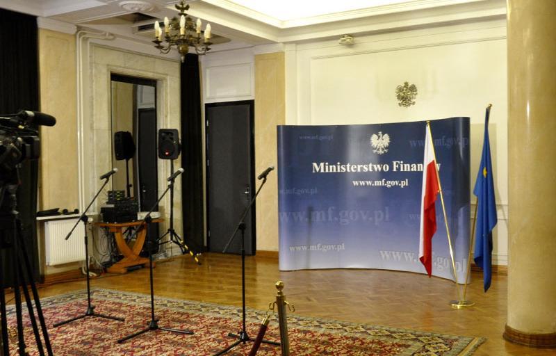 MF przesłało Komisji Trójstronnej prognozy makro do budżetu na 2015 r.