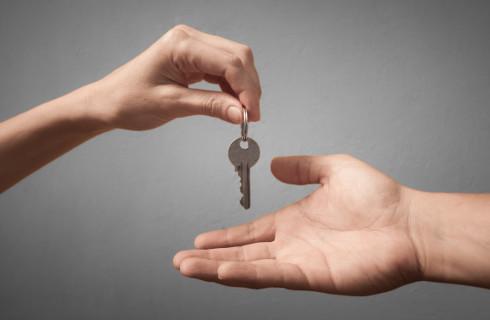 Małżonkowie sprzedaż mieszkania rozliczają osobno