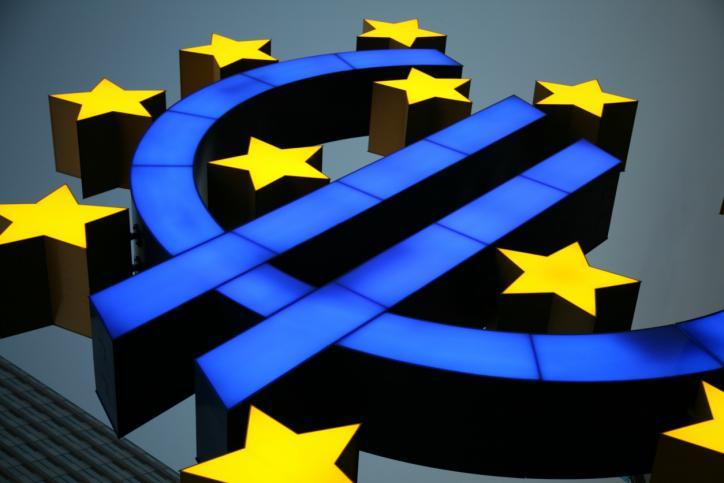 KE zapowiada więcej konkurencji w usługach finansowych w UE
