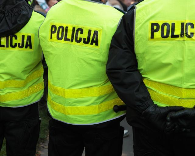 """Prokuratura zajmie się producentem bluz z """"antypolicyjnymi"""" napisami"""