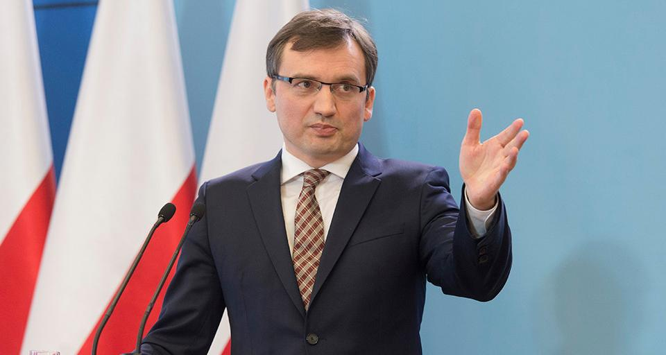 """Ziobro: prokuratura miała obowiązek wszcząć postępowanie ws. użycia logo """"S"""""""