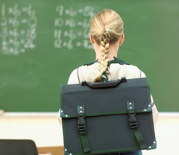RPD: każda szkoła powinna być wyposażona w szafki dla uczniów