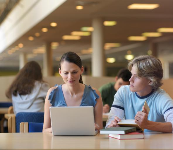 """Zainteresowanie """"Cyfrową szkołą"""" większe niż przewidywał rząd"""
