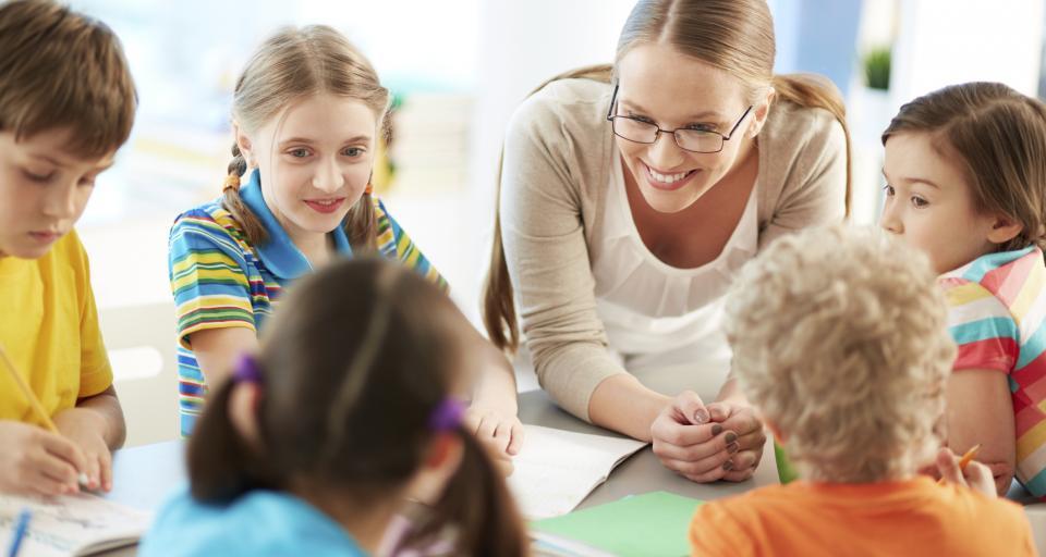 Wynagrodzenie asystenta nauczyciela ustala dyrektor