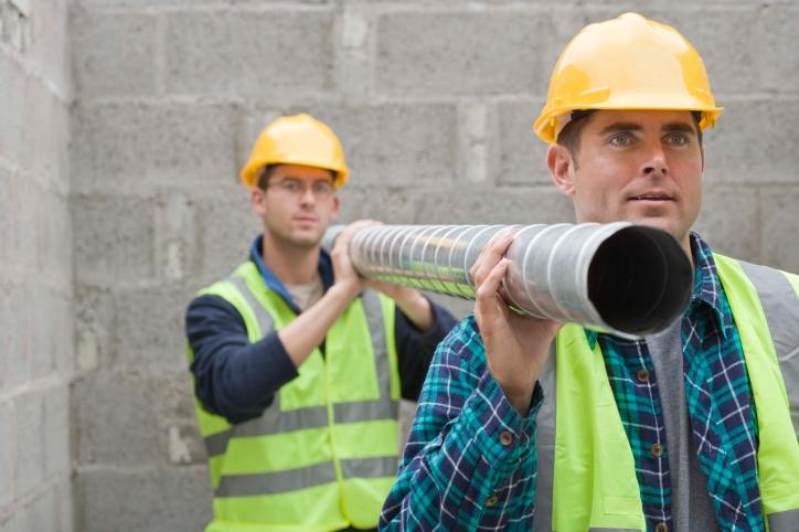 Zamiar wzniesienia ogrodzenia od strony traktu komunikacyjnego wymaga zgłoszenia