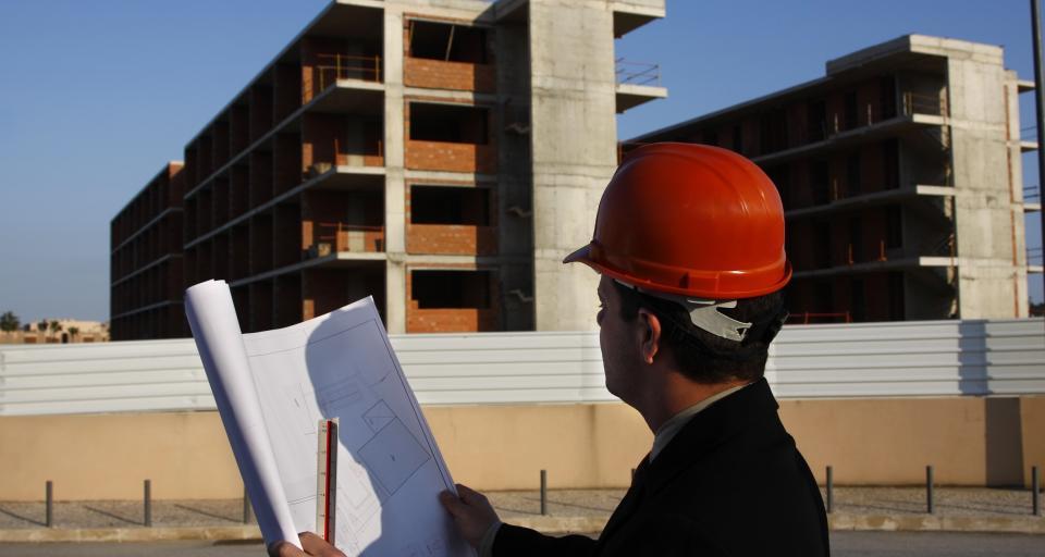 Czy wykonawcy prowadzący budowę domu jednorodzinnego, muszą posiadać kwalifikacje zawodowe?