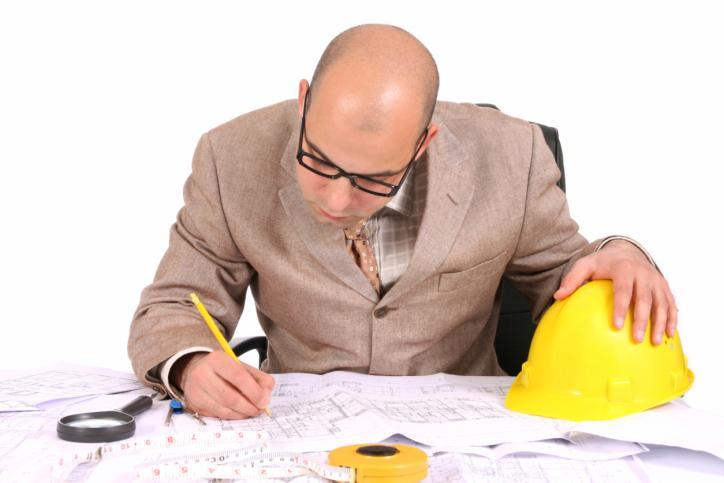 Istotne odstąpienie od zatwierdzonego projektu budowlanego dopuszczalne jest jedynie po uzyskaniu decyzji o zmianie pozwolenia na budowę