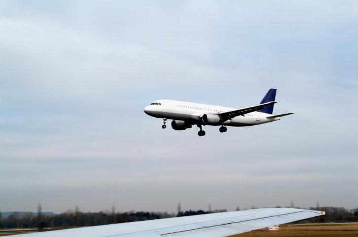 Nadzór budowlany: na lotnisku w Modlinie nie wykonano wszystkich napraw