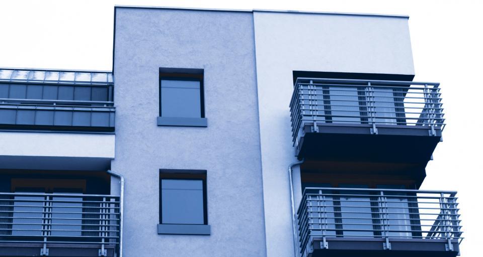 Kiedy balkon należy traktować jako loggię, a kiedy jako taras?