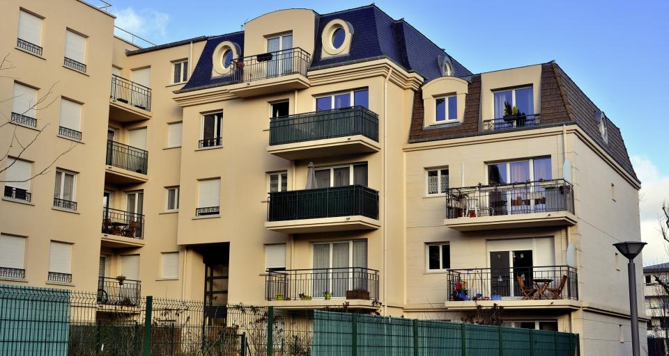 Jakie prawa przysługują właścicielowi w zakresie prac remontowo-modernizacyjnych na balkonie?
