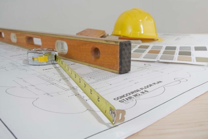 Czy inwestor może zaprojektować budynek o powierzchni mniejszej niż określono w decyzji o warunkach zabudowy?