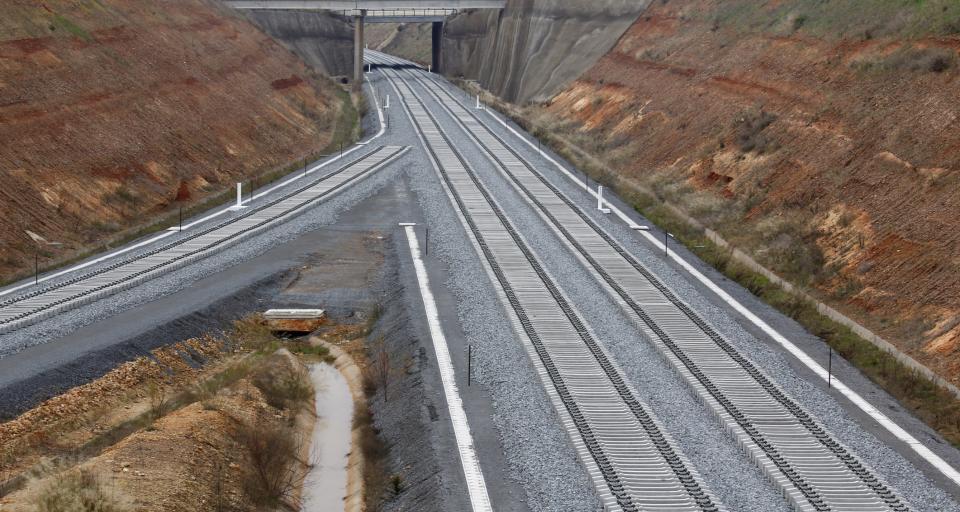 Umowa na projekt modernizacji linii kolejowej Białystok - Ełk podpisana