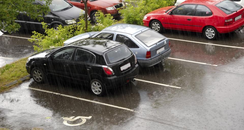 Będą szersze stanowiska miejsc postojowych dla samochodów