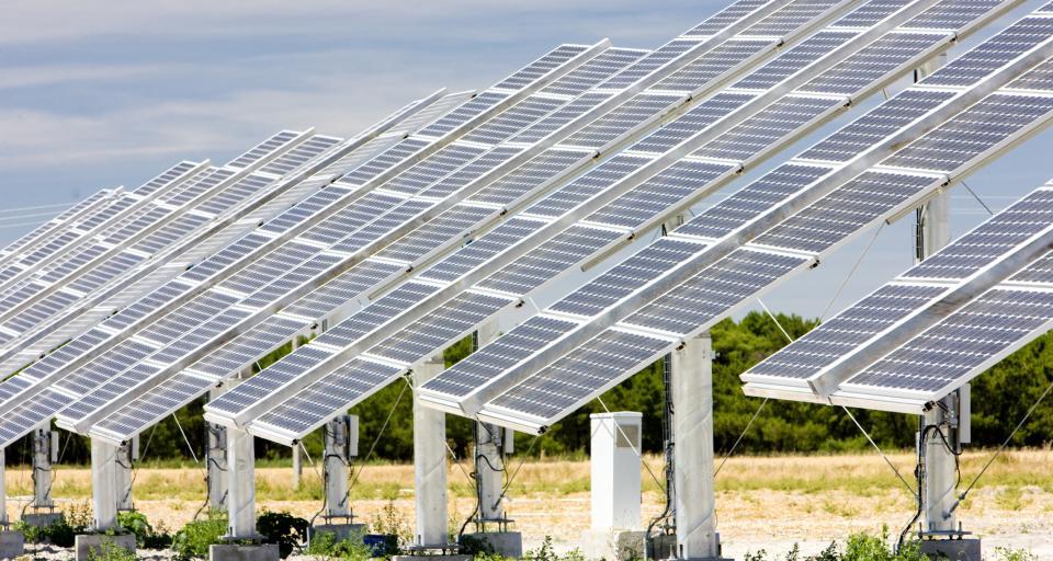 Tani inwertor dla elektrowni słonecznych