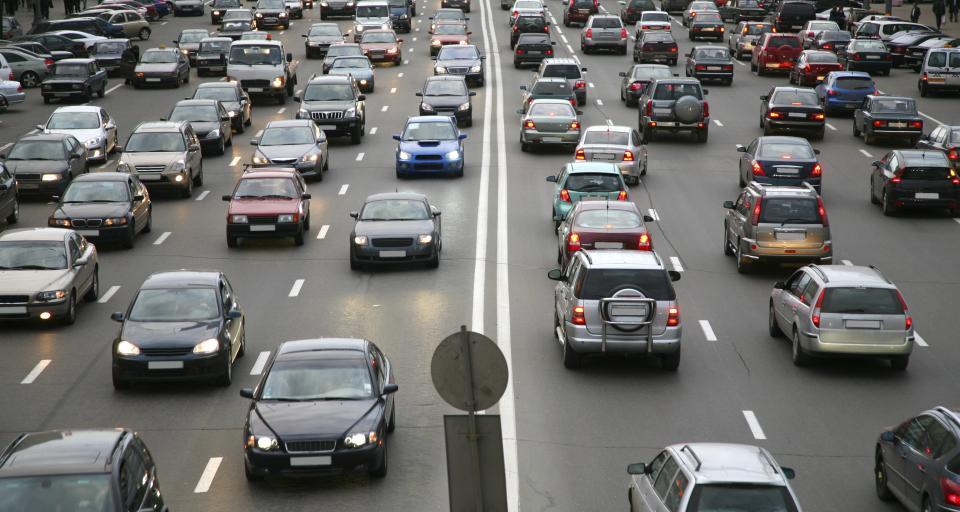 Dziennik Polski alarmuje: stare auta trują powietrze jak piece węglowe
