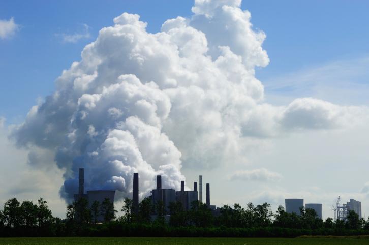 Po wybuchu w zakładach chemicznych w Hiszpanii powstała toksyczna chmura