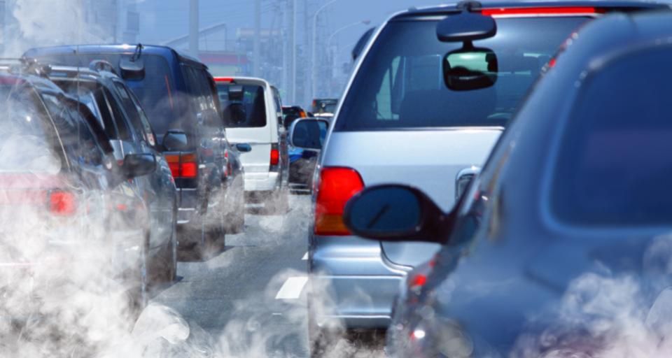 KE przypomina Polsce o redukcji emisji z oparów paliwa