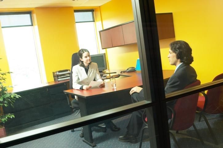 Tajemnicza współpraca stołecznego ratusza z prawnikami