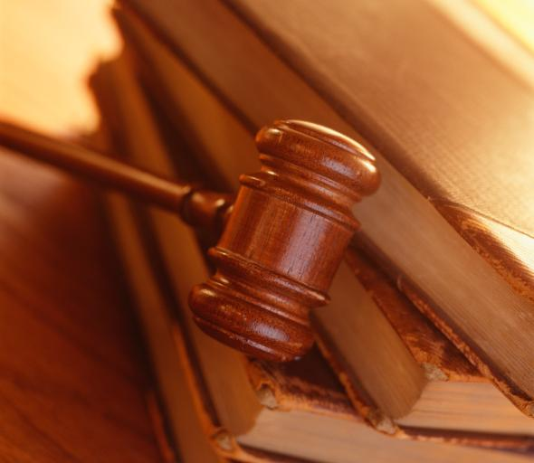 Sędzia podejrzany o kradzież nadal zawieszony i z obniżonym o 50 proc. wynagrodzeniem