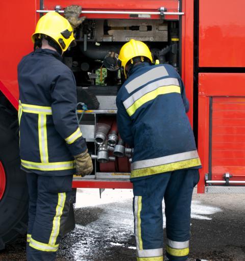 Pożar w Mikołajkach - ogień opanowany, jedna osoba poszkodowana