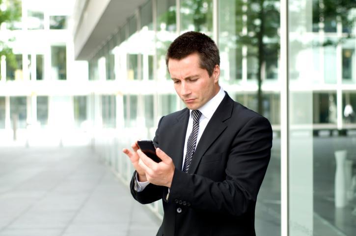 Pracodawca może dowolnie wprowadzić zasady dotyczące użytkowania służbowych telefonów komórkowych