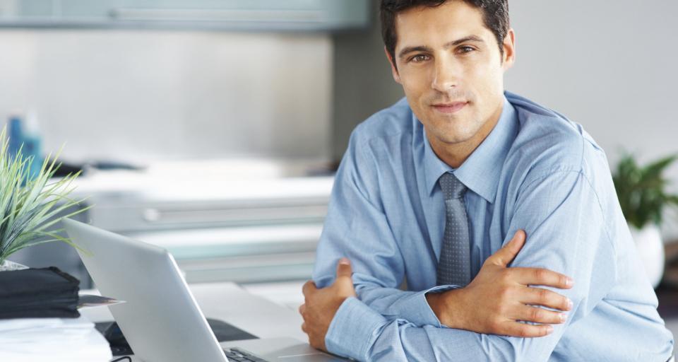 Większość młodych rozpoczyna karierę w korporacjach
