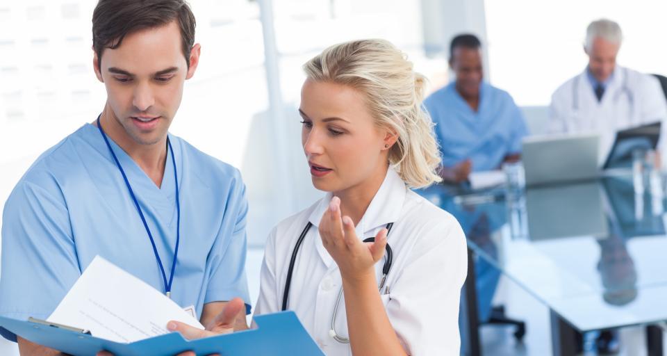 Obieg dokumentacji medycznej w przychodniach i praktykach lekarskich - skierowania, wyniki badań, zasady wypisywania recept