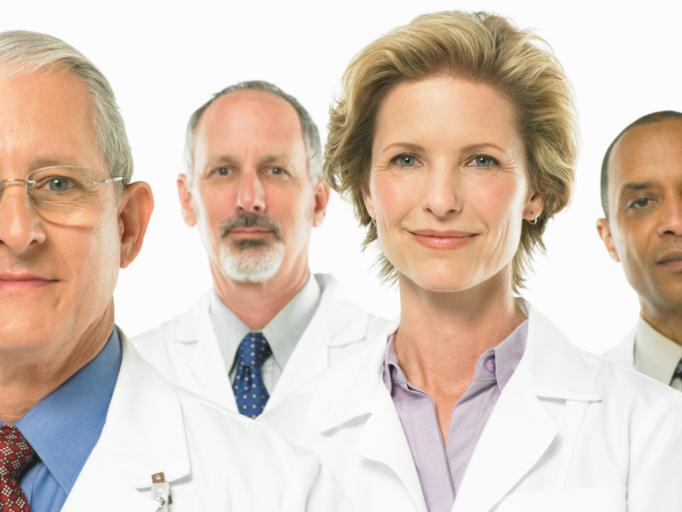 GUS: przedstawicieli zawodów medycznych jest więcej, ale są coraz starsi