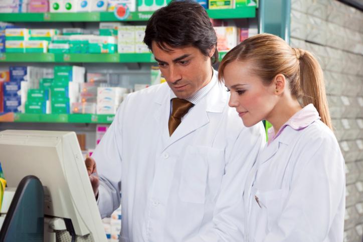 Komu wolno sprzedawać leki