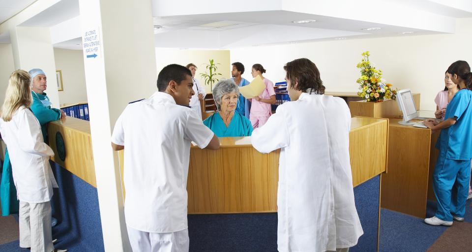 Sekretarka może dokonywać wpisów w dokumentacji medycznej pacjenta