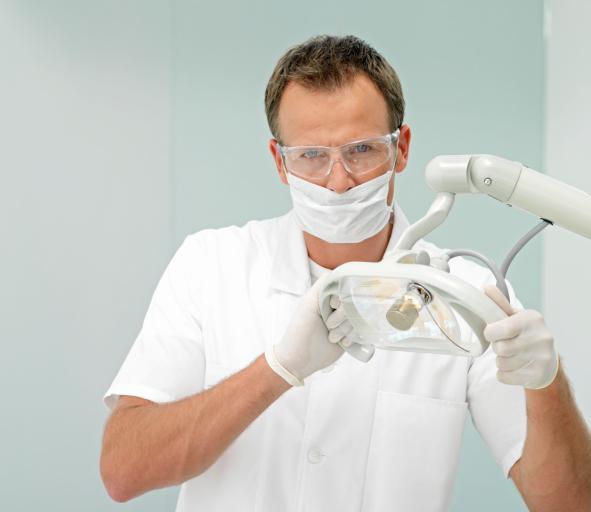 Jakie obowiązki ciążą na lekarzu prowadzącym gabinet lekarski w związku z wytwarzaniem odpadów medycznych?