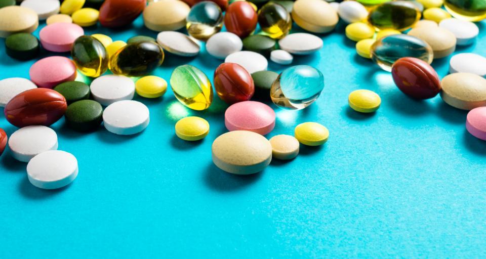 CBOS: 89 procentPolaków stosuje leki dostępne bez recepty i suplementy