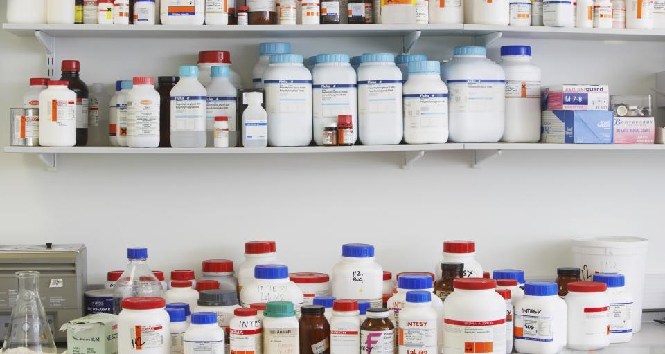 W sierpniu 2017 sprzedano więcej leków niż w rok wcześniej