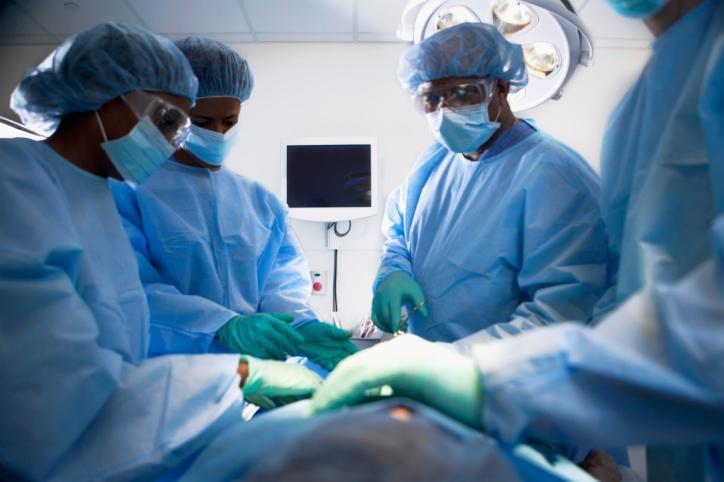 Do końca roku 2017 więcej operacji usunięcia zaćmy i wszczepienia endoprotez