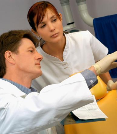 MZ: profilaktyczna mastektomia z rekonstrukcją piersi może trafić do koszyka świadczeń