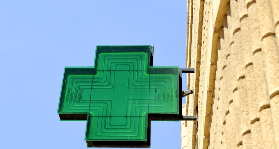 Farmaceuta ma doradzić pacjentowi jak stosować leki i używać inhalatora