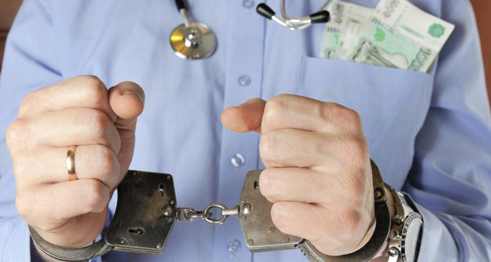Zatrzymano 9 osób w związku z wyłudzaniem pieniędzy z NFZ
