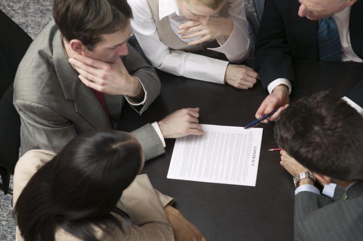 Czy pracodawca może rozwiązać układ zbiorowy pracy i wprowadzić regulamin wynagradzania?