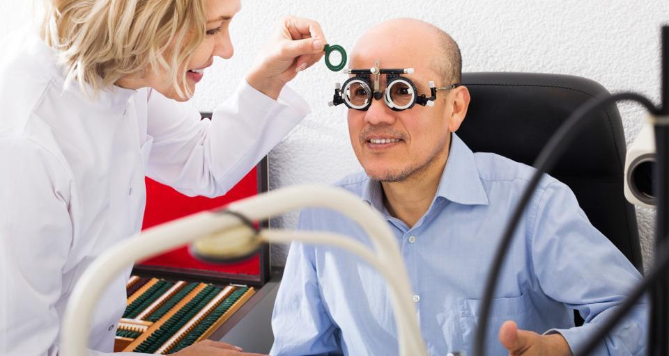 Czy pracodawca musi zwrócić koszt zakupu okularów pracownikowi?