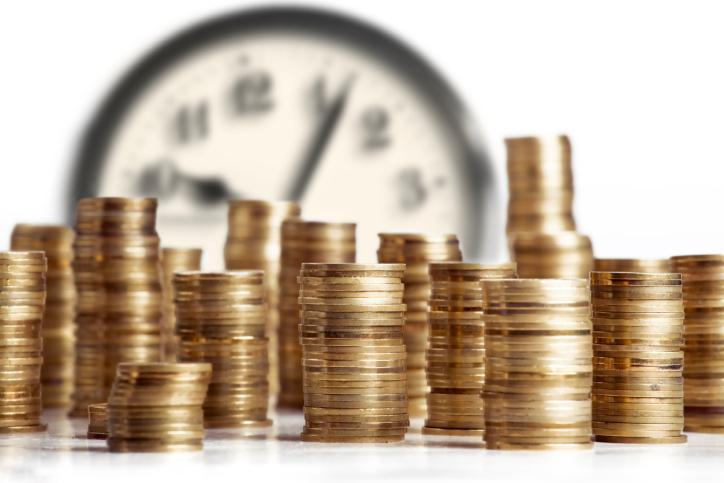 Komu przysługuje dodatkowe wynagrodzenie roczne