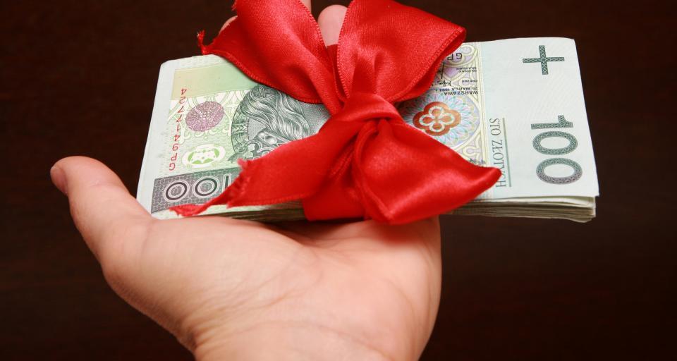 Symboliczne prezenty dla pracowników z okazji świąt