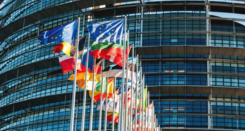 Macron i Juncker o dyrektywie, której sprzeciwia się Polska