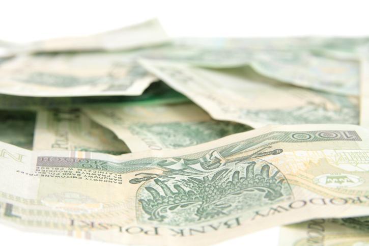 Suwałki dają 500 zł urzędnikom za przejście na emeryturę