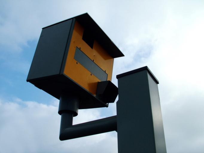 Nielegalne fotoradary rejestrują przejazd na czerwonym świetle