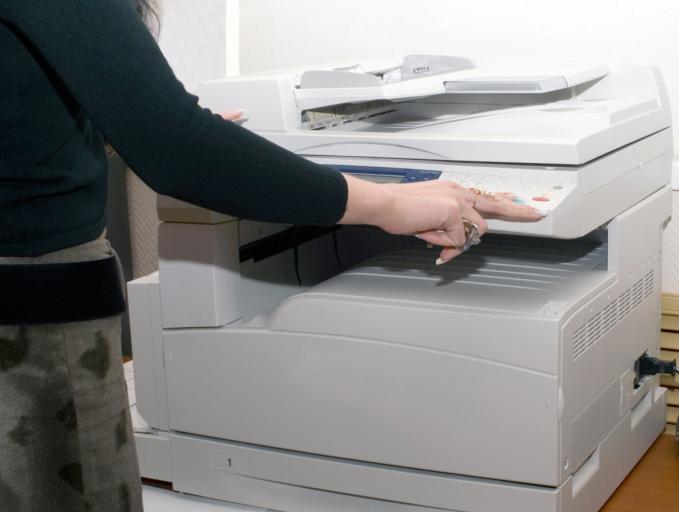 Szefowa KBW: Nic się nie zmieniło, za druk kart odpowiada wójt