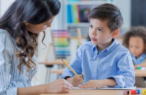 Koniec z dorabianiem na zleceniu w niepublicznej szkole
