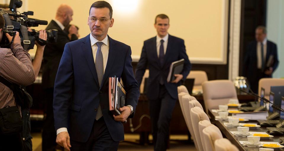 Premier zapowiada informację o opóźnieniach w realizacji programów przez samorządy