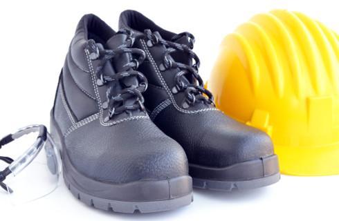 Czy pracodawca może zakazać pracownikom noszenia własnego obuwia ochronnego?