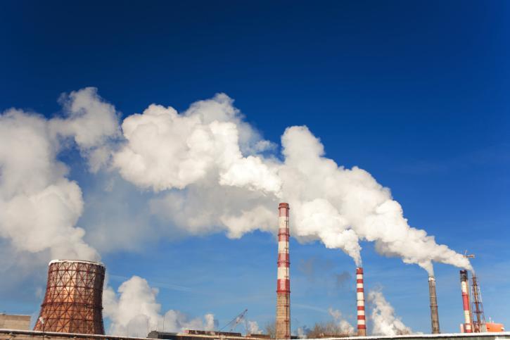 Czy we wniosku o wydanie pozwolenia na emisję pyłów należy uwzględnić wielkość emisji z istniejących instalacji?