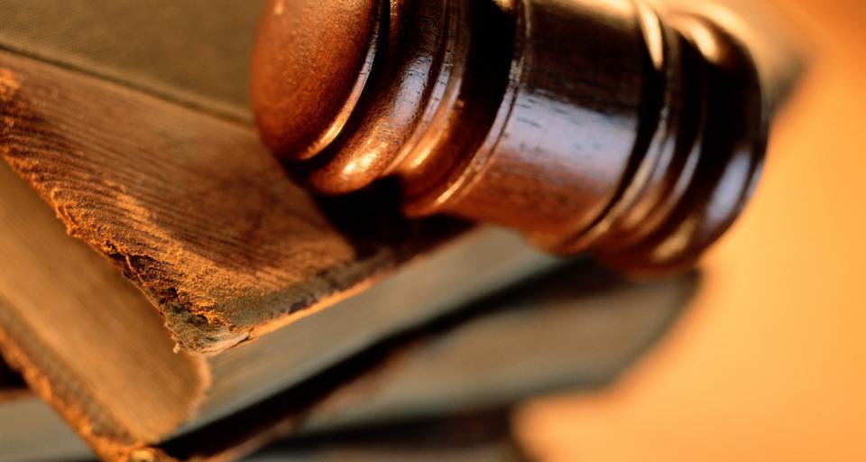 E-akta? Sędzia Łochowski: sądy muszą odejść od papieru